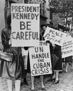 Group of women from Women Strike for Peace holding placards relating to the Cuban missile crisis and to peace. Source: Wikimedia Commons