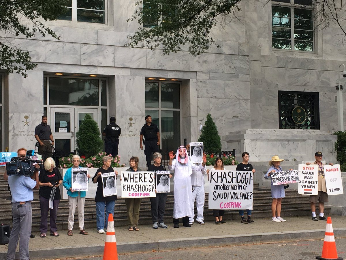 protesters with signs, where is Khashoggi outside the saudi embassy